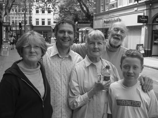A picture of Irene Piper-Scott, deXter Bentley, Peggy Seeger, Pete Seeger and Tom MacColl taken by Simon Dye on Saturday 28th May 2005.